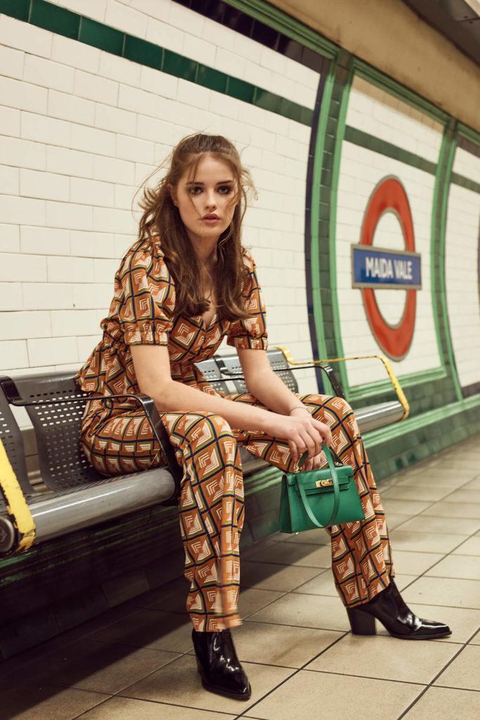 Monika Płusa zdjęcia modowe edytorial modowy zdjęcia w londyńskim metrze